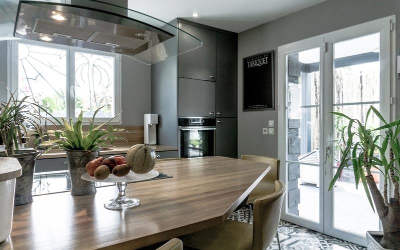 Maison moderne avec pergola lames orientables maisons for Maison moderne 57