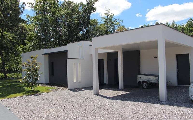 Maison moderne toit terrasse maisons bati sud for Maison moderne 06