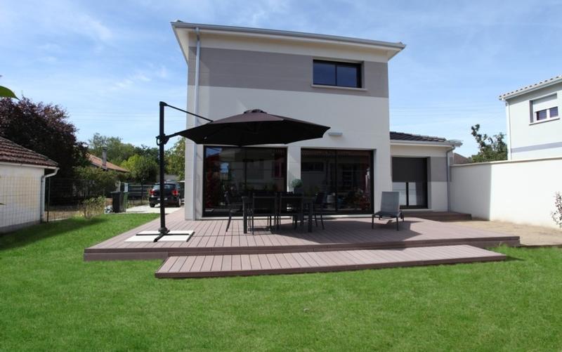 Maison de ville contemporaine avec tuiles brunes - Maisons Bati Sud