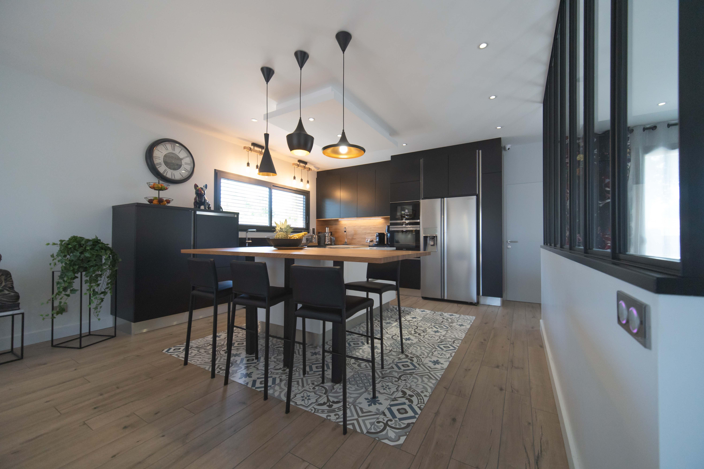 maisons bati sud superbe maison contemporaine 200m saint. Black Bedroom Furniture Sets. Home Design Ideas