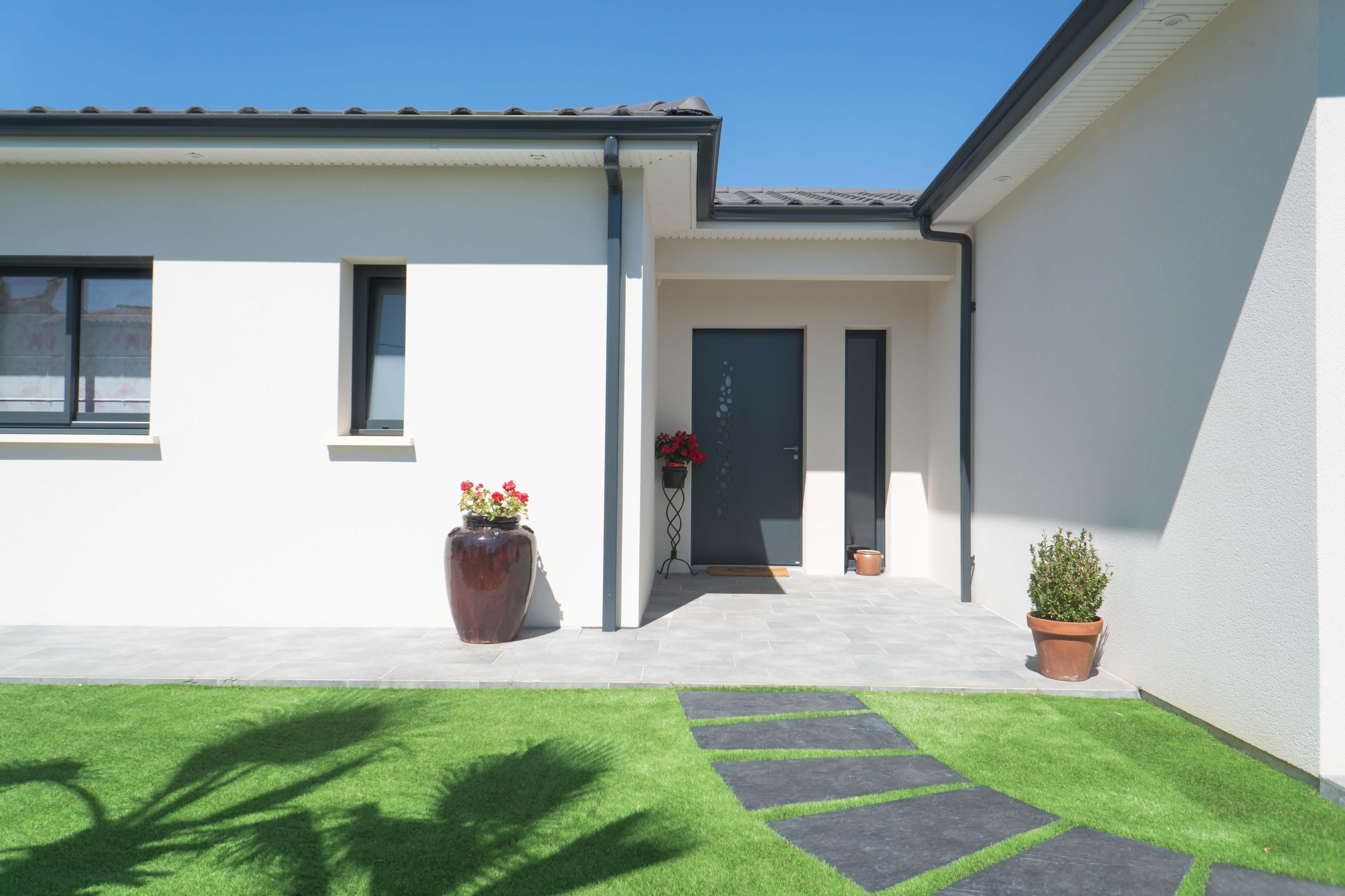Maisons Bati Sud : Maison contemporaine, tuiles grises - 3